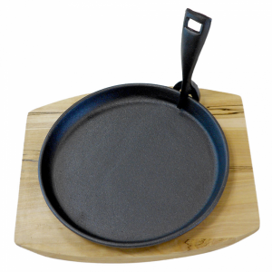 Cast iron round platter with wooden base fi.22 cm (k/8)